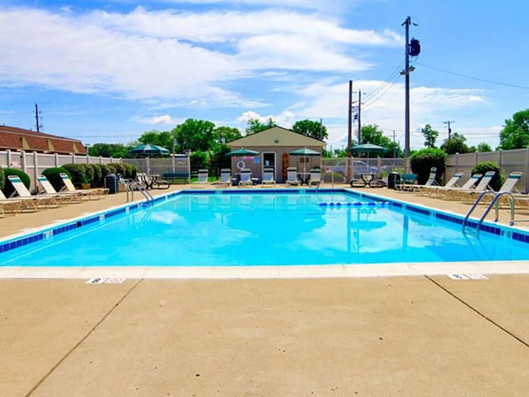 Swimming pool at Pine Run Townhomes