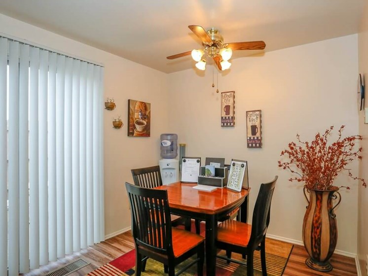 dining area at Pine Run Townhomes
