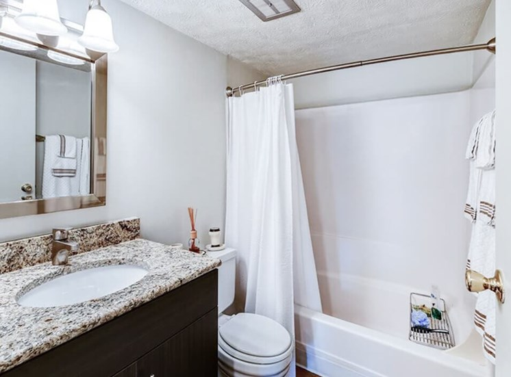 large bathroom at Carriage Hill apartments