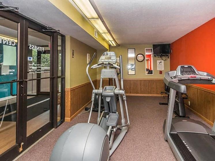 fitness center at Ridge Oaks apartments