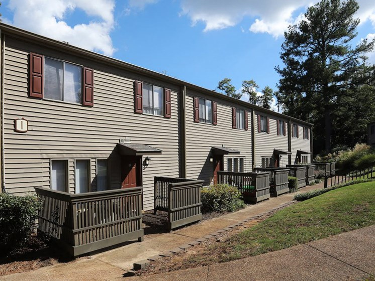 apartments with patios in Jackson TN