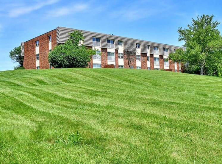 Hamilton OH apartments with large grass area