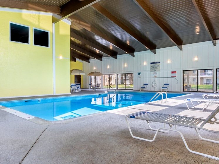 swimming pool at Stone Grove Apartments