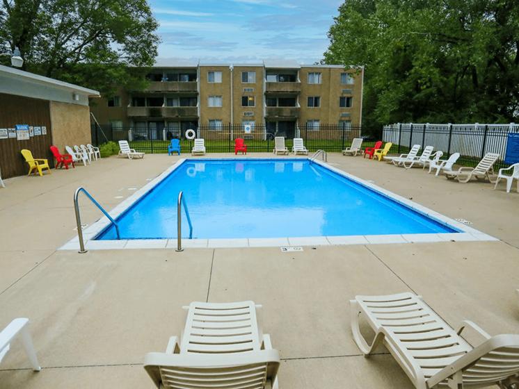 swimming pool at Ridge Oaks apartments