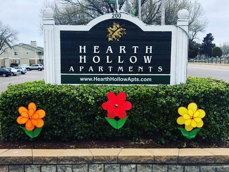apartment property sign for Hearth Hollow Apartments