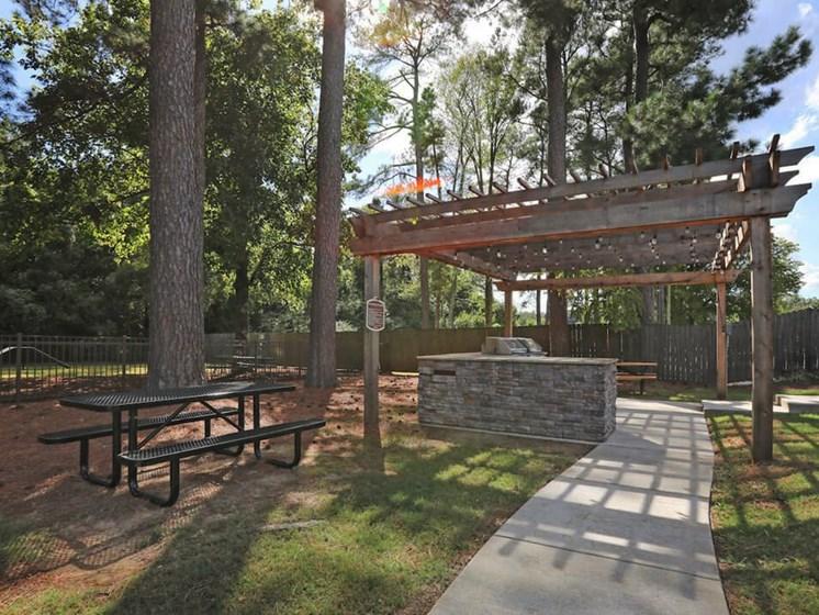 Jackson TN apartments with picnic area