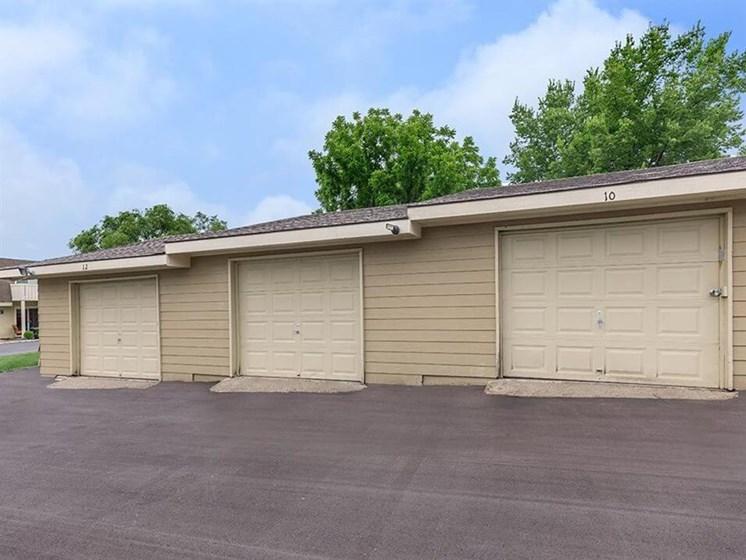 Arbors of Grandview garages