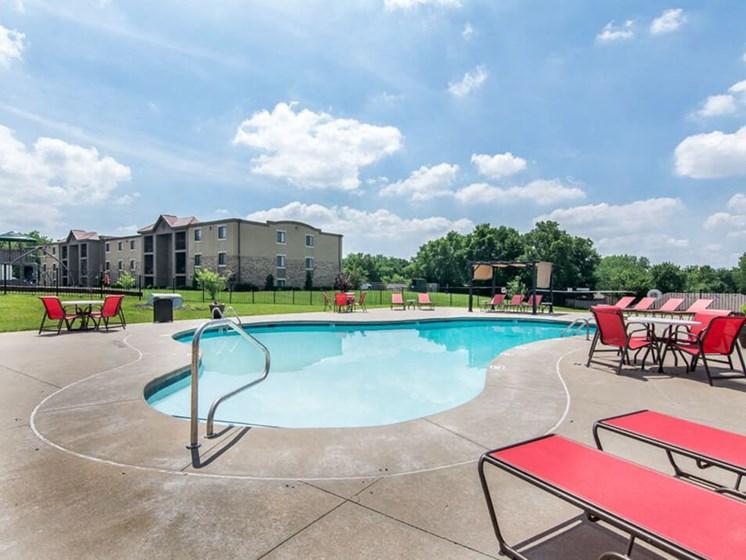 swimming pool at Kansas City MO apartments