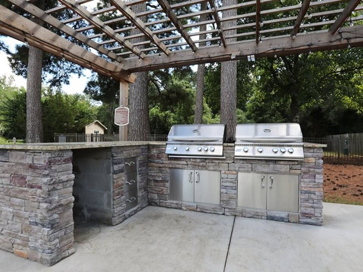 outdoor grilling at The Oaks at Jackson apartments