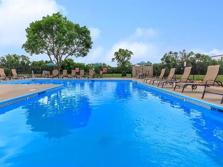 nice swimming pool at Grandview, MO apartments