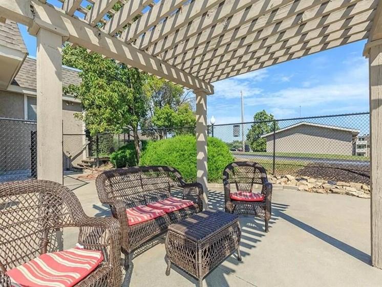 patio at Arbors of Grandview apartments