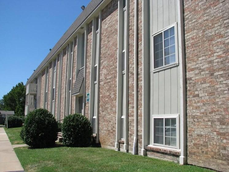 apartment building in Derby, KS