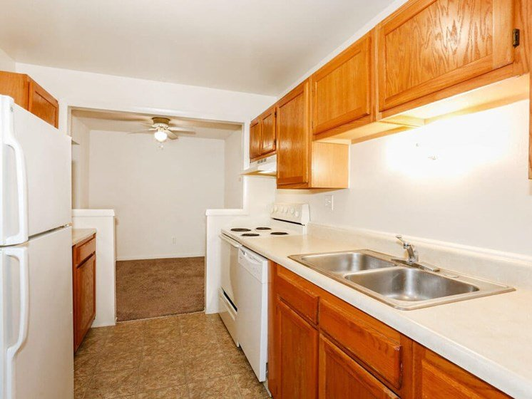Fully-Equipped Apartment Kitchen in Fairborn, OH