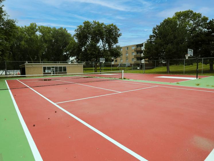 tennis court at Ridge Oaks apartments