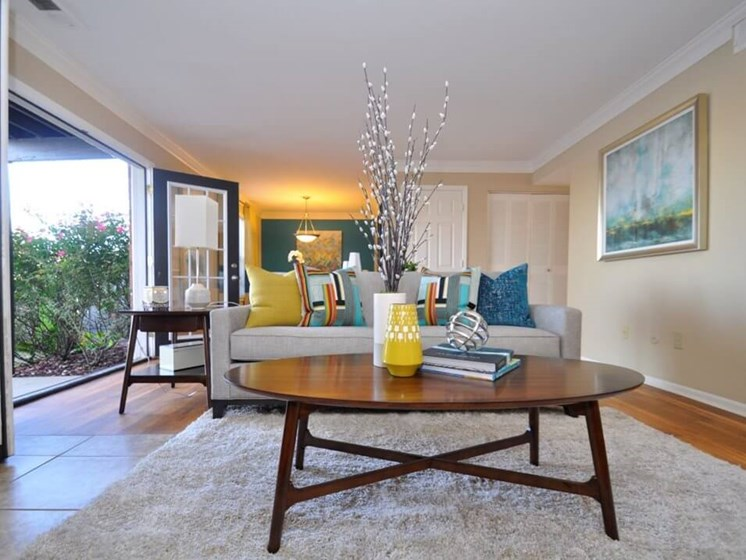 Pavilion Lakes Apartments living room