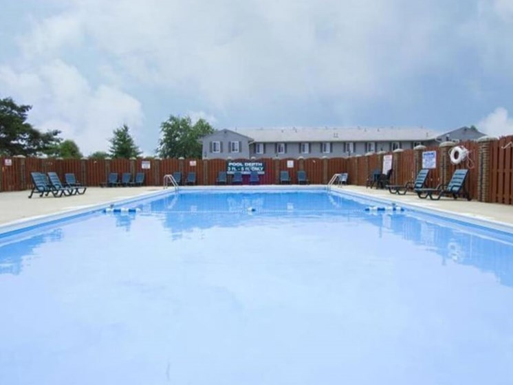 Indian Springs Apartments swimming pool