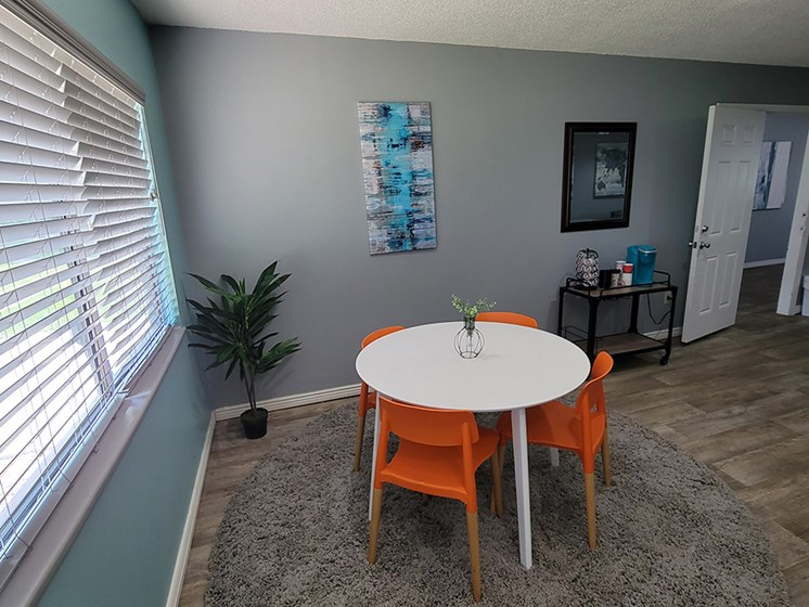 Apartments with dining area in Canon City apt
