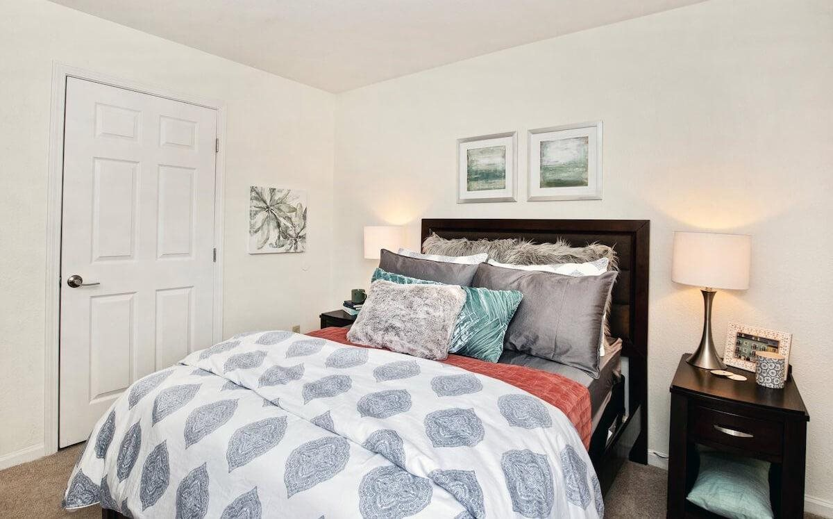 Two bedroom apartments in Milan IL