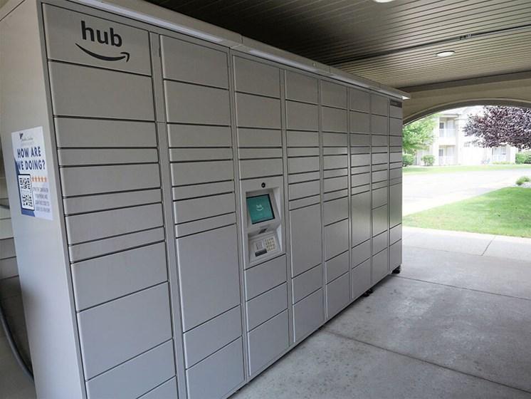 Amazon Locker Hub a Norton Shores apartments