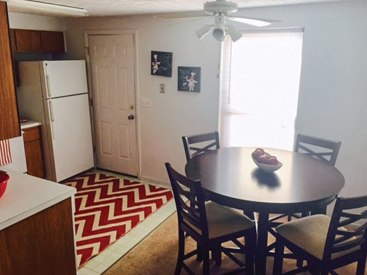 Columbus OH apartments with dining area