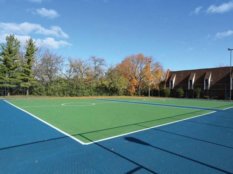 tennis court at Columbus Oh apts