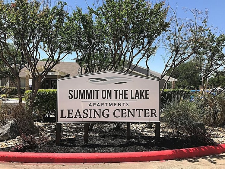 Summit on the Lake apartments in Fort Worth TX