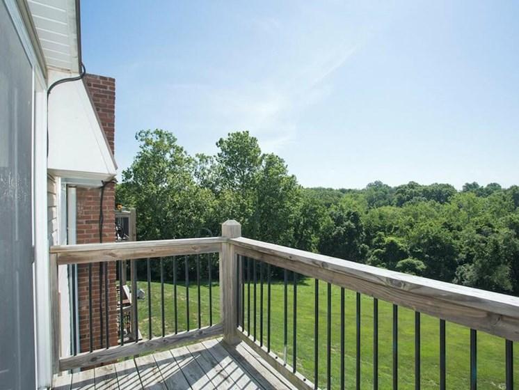 Kansas CIty MO apartments with patio/balcony