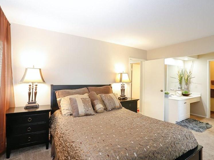 The Oaks at Prairie View apartments in Kansas City MO