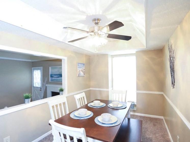 dining area at Ridge at Chesnut apartments