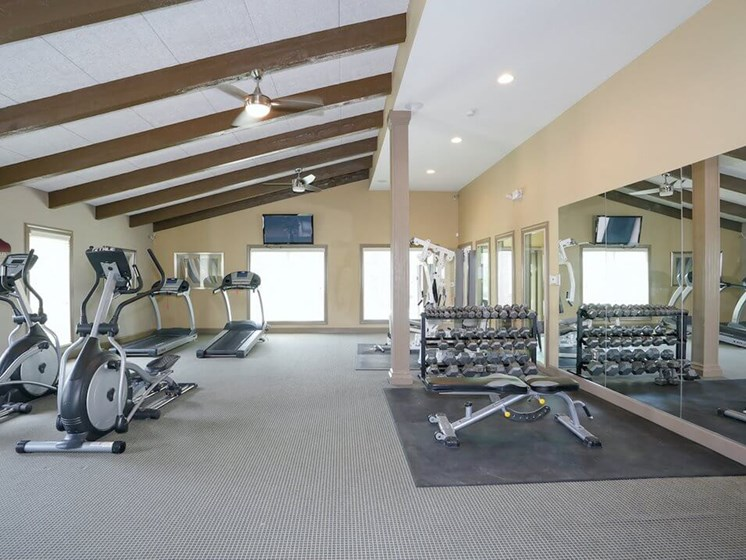 Oaks at Prairie View Apartments fitness center