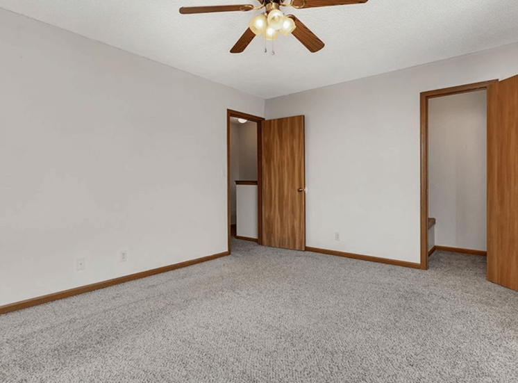 bedroom with ceiling fan