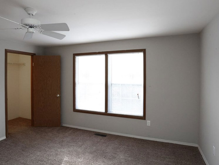 Large Bedroom windows in Dayton OH apartments