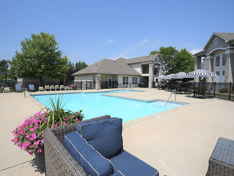 Shoreline Landing apartments swimming pool