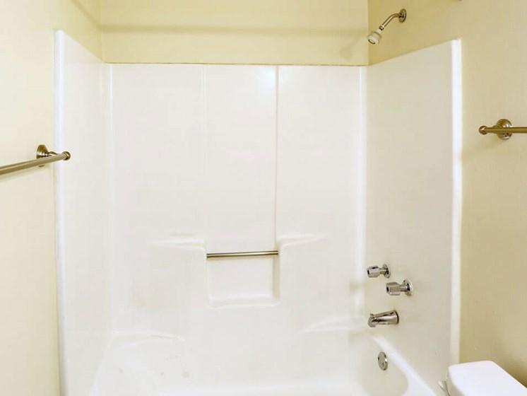Eagle Ridge Apartment's Shower