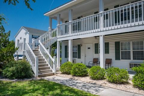 Exterior views of Deerbrook Apartment Homes in Wilmington, NC 28405