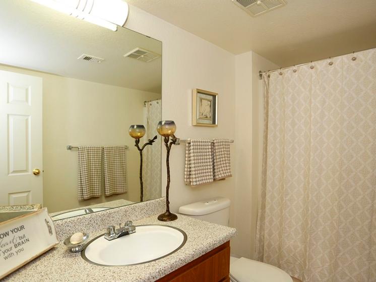 Sienna Pointe Apartments Bathroom