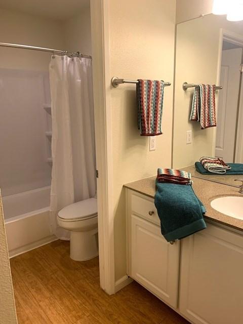Waters Edge Apartment Interior Bathroom