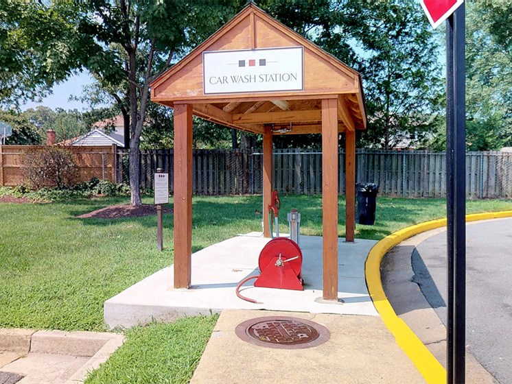 dog run and car wash with overhang on premise at Rose Hill Apartments, Alexandria, 22310