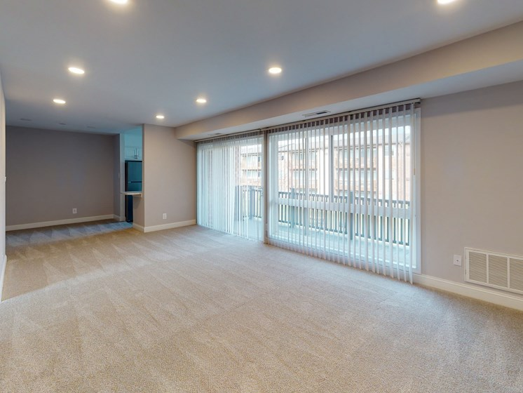 Spacious Living Area at Rose Hill Apartments, Virginia