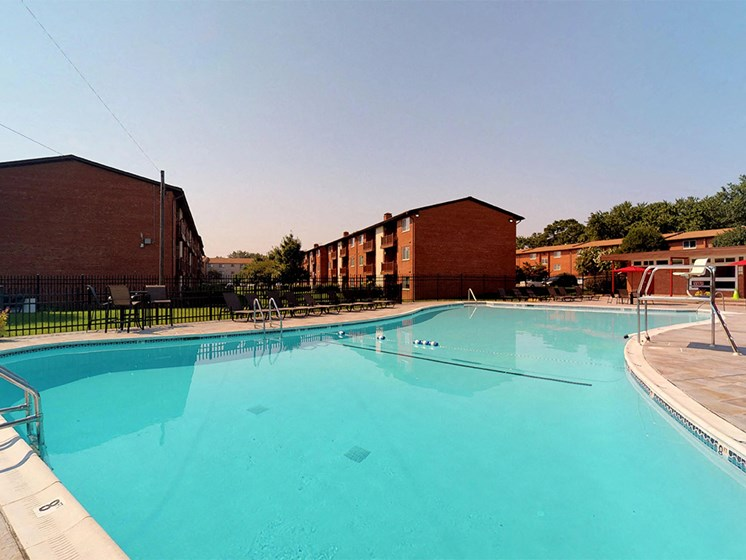 large outdoor swimming pool area with sunshine at Rose Hill Apartments, Virginia