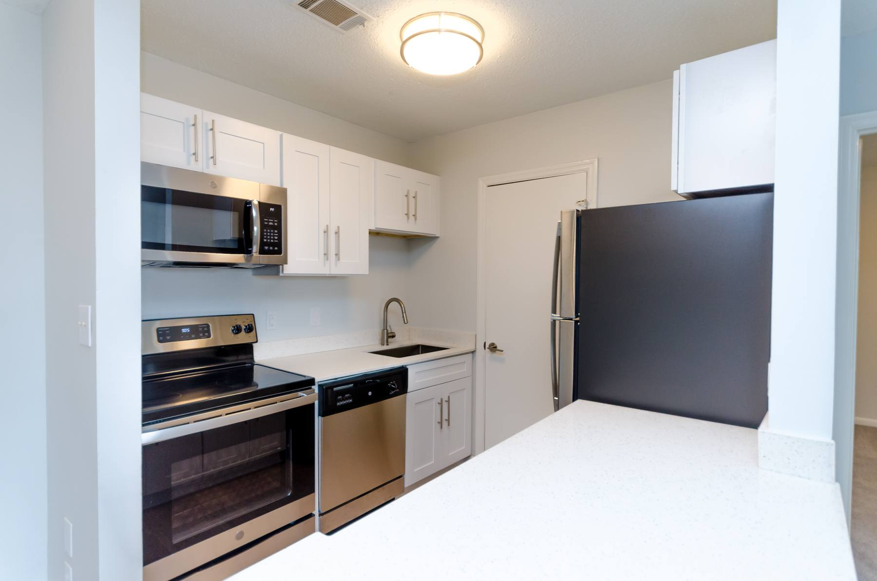 Fully Furnished Kitchen With Stainless Steel Appliances at The Downtowner, Georgia, 30901