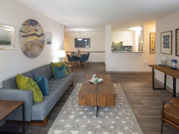 Spacious Classic Living Room Design at Paces Ridge at Vinings, Atlanta, GA, 30339