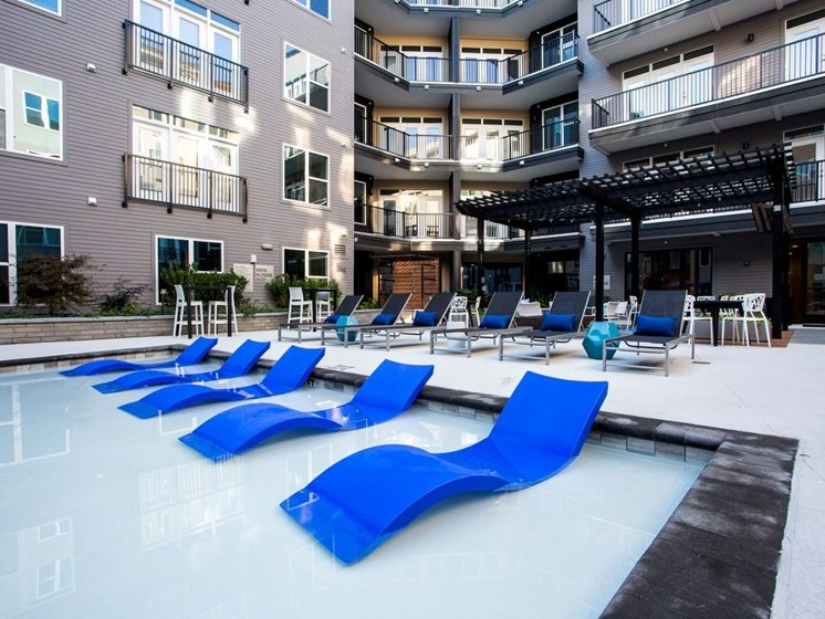 Outdoor pool lounges Dartmouth North Hills Raleigh NC