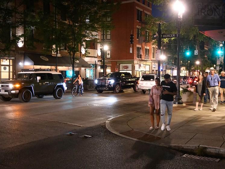 night time street view of_Columbia Flats Apartments Cincinnati, OH