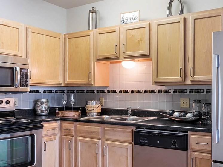 Kitchen-Legends Park Apartments, Memphis, TN