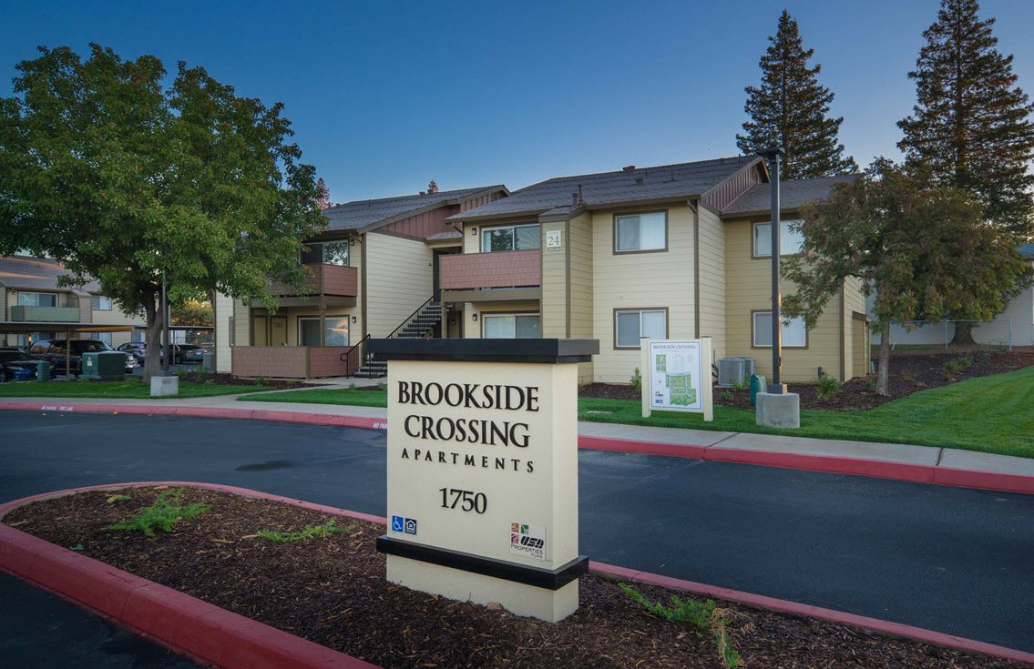 Brookside Crossing sign