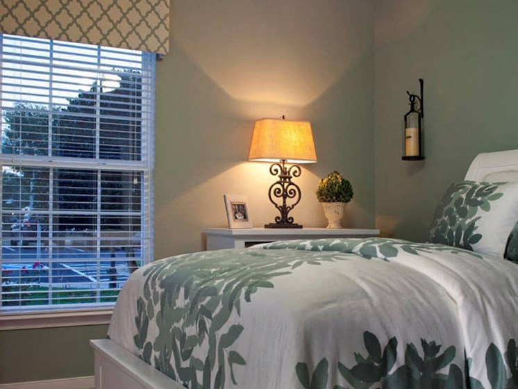 Large Bedroom at Abberly Crest Apartment Homes, HHHunt, Maryland