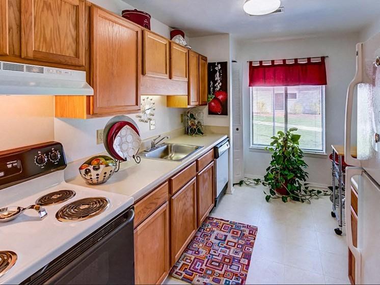 Quartz Countertops at Hethwood Apartment Homes by HHHunt, Blacksburg, VA