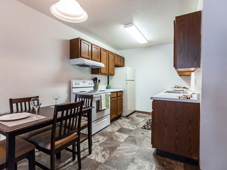 Autumn Apartments | 2 Bedroom | Kitchen | Dining