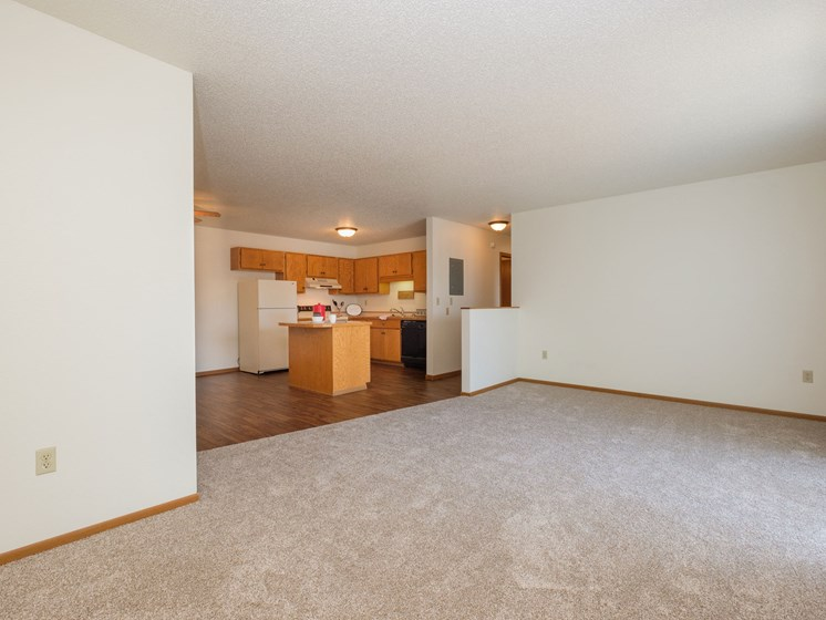 Hunters Run Apartments   2 Bedroom-302   Living Room